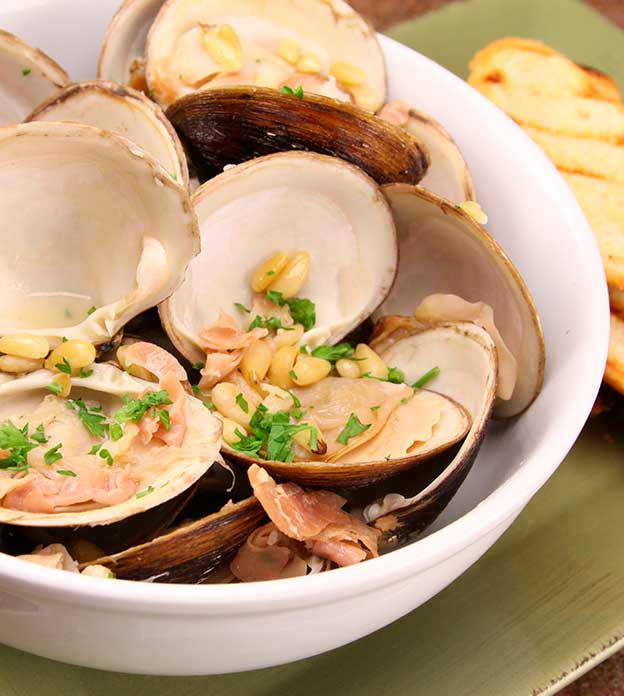 CLAMS IN OLIVE OIL WITH PROSCIUTTO AND PINE NUTS